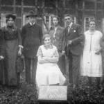 Theatergruppe beim Gasthaus Tiedemann (heute Hachmeister) - um 1920