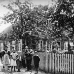 Hof Meyer vor ca. hundert Jahren mit dem Bauernehepaar: Carl Heinrich und Wilhelmine Meyer