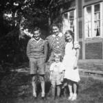 Familie Meyer: ca 1937, Mutter Dorothea Meyer und ihre Kinder, die Zwillinge Hans Hermann und Anneliese Meyer, Klaus Meyer